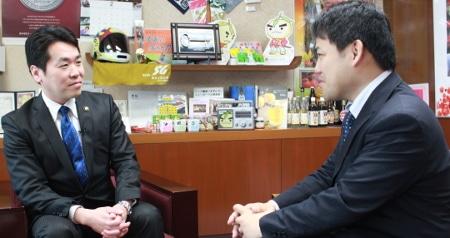 「映像は使い方をしっかりイメージして制作しないと逆効果になってしまいますね」(左:倉田市長)