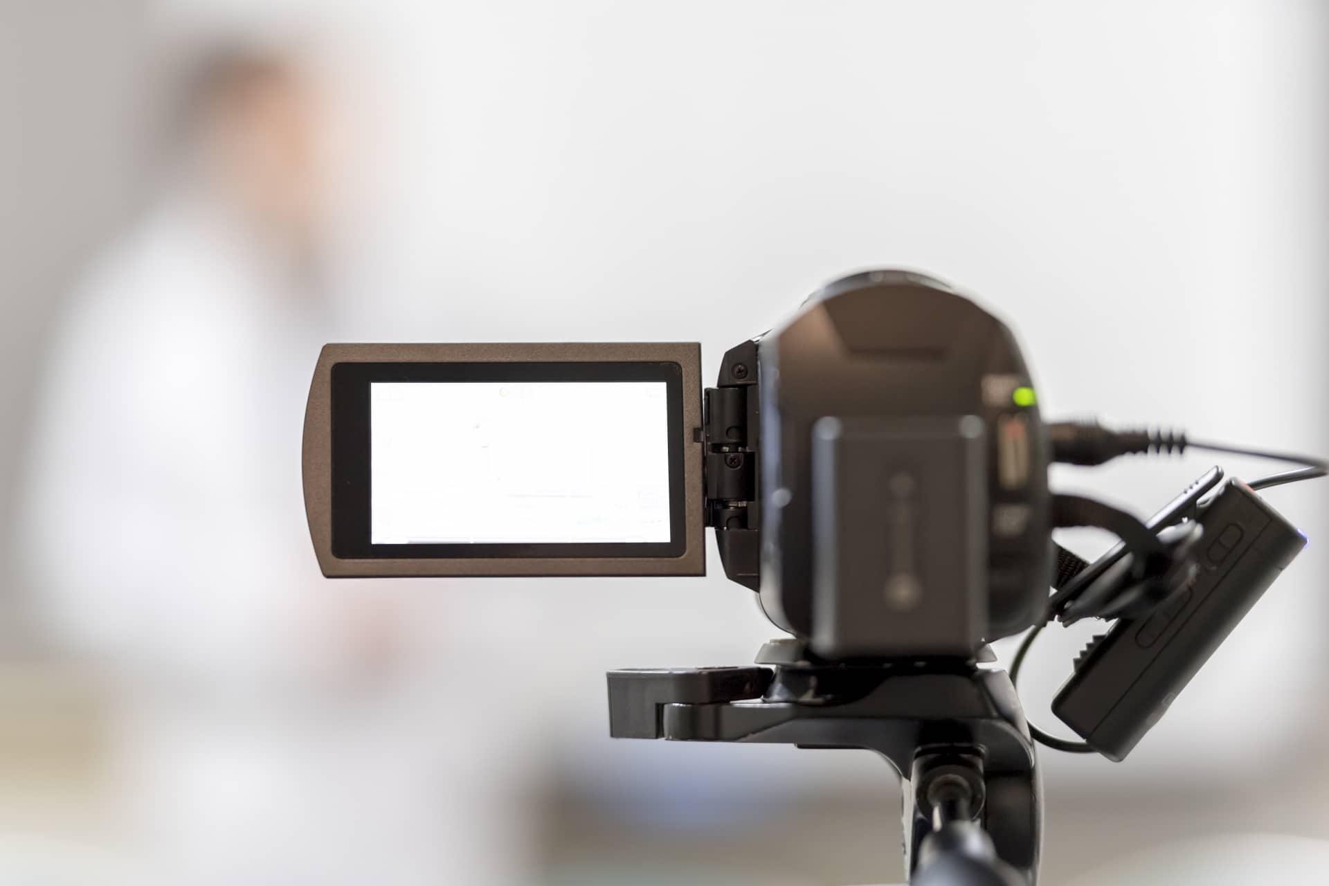 動画制作の料金相場は個人に依頼することでおさえられる