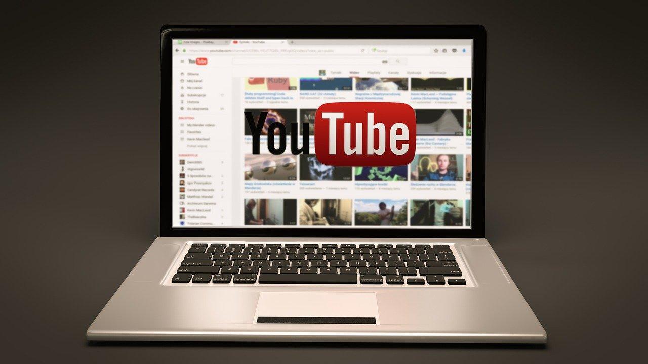 【徹底解説】YouTubeで動画を投稿する方法と注意点