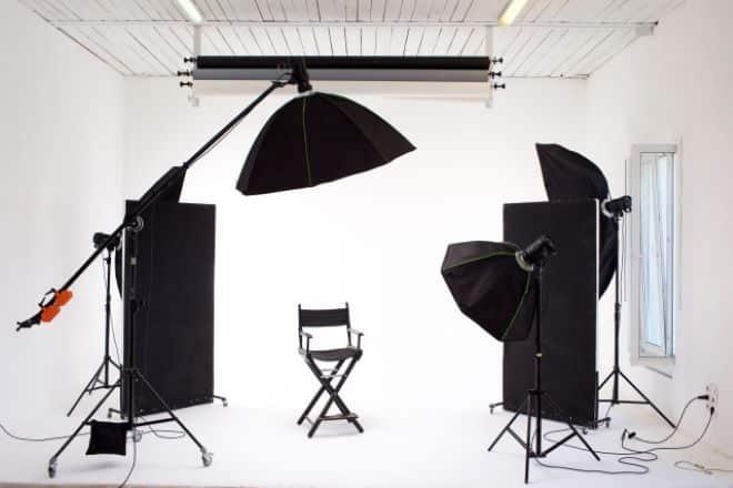 インタビュー動画を撮影するときに必要な機材