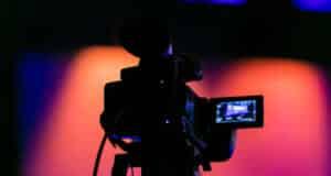 SHOWROOM(ショールーム)の有料配信とは?プレミアムライブの活用法や視聴方法