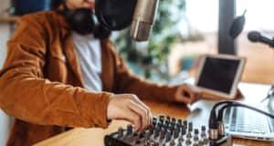 話題のラジオ配信Spoonアプリとは?使い方や評判まで全部紹介!